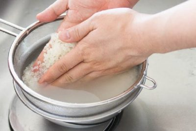 ngâm gạo trong nước